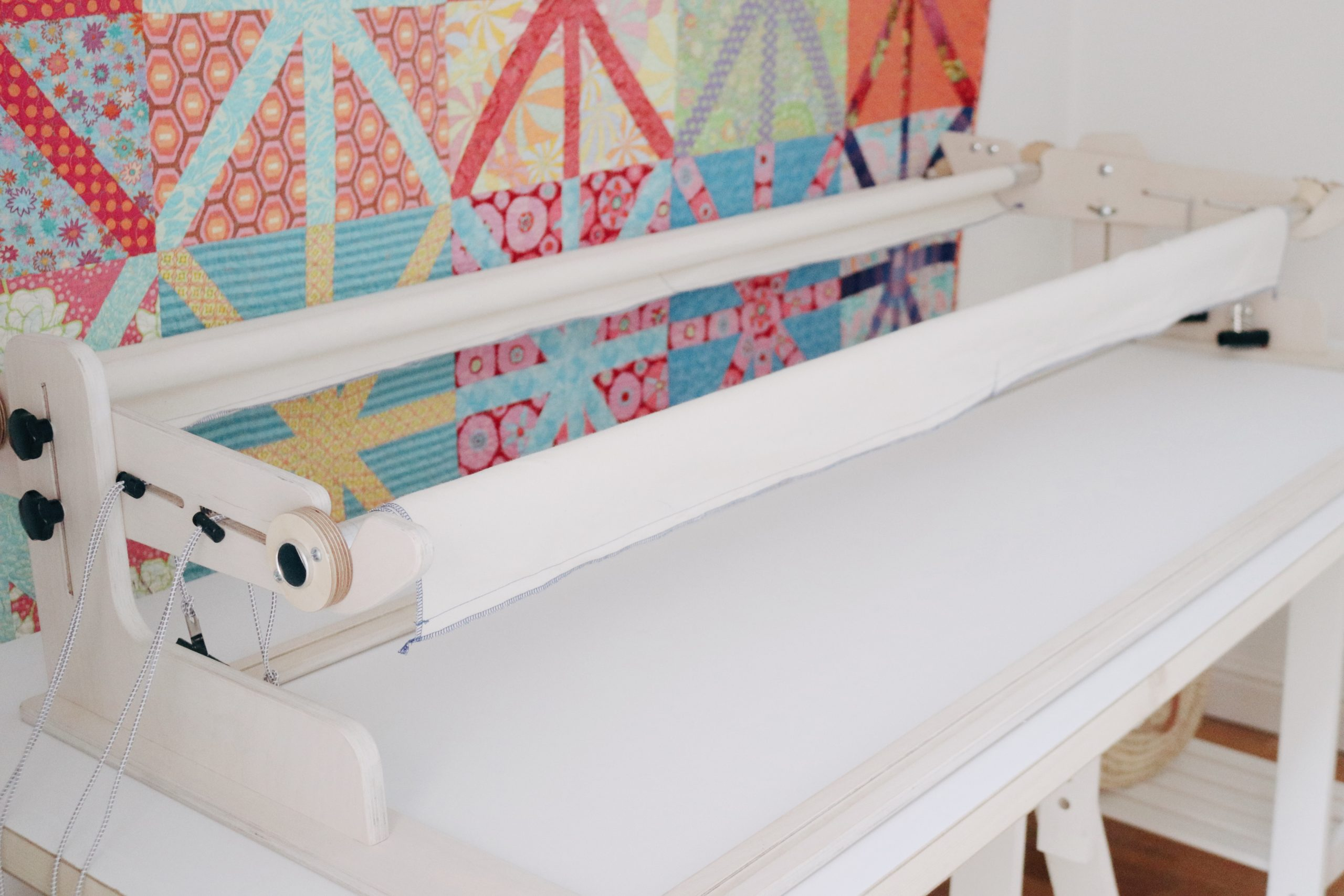 Poles all have same thickness, regardless of quilting frame length.